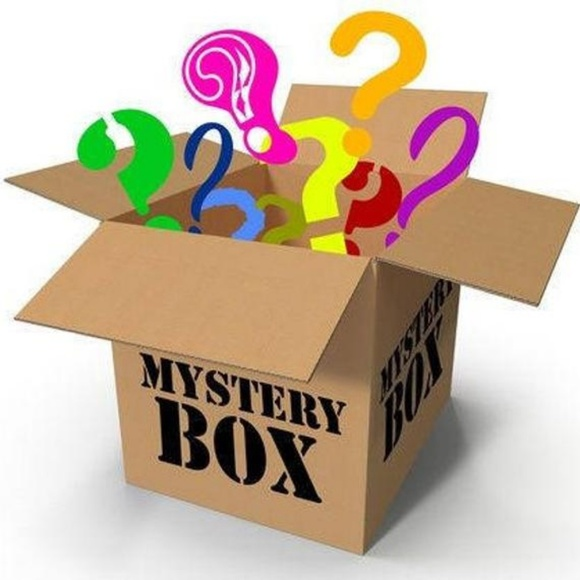 Other - 🎉10 ITEM MYSTERY BOX🎉